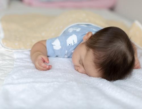 赤ちゃんのうつぶせ寝は死亡事故の危険!防止策は?いつからOK|看護師監修