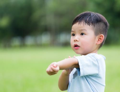 子どもが手足口病に。保育園や幼稚園はいつから登園?プールは?|医師監修