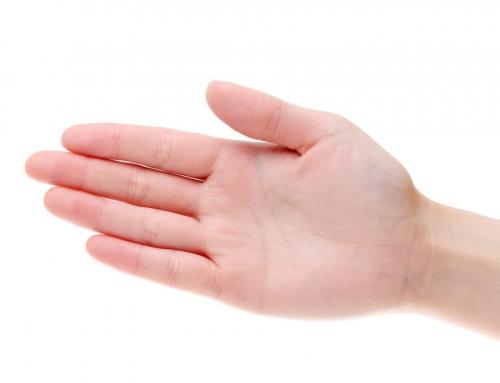 手のひらが赤いのは…実は病気のサイン!?肝臓障害のリスクが隠れていることも
