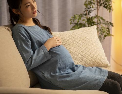 【原因別】臨月、眠れないときの対処法。眠れない夜の過ごし方も|看護師監修