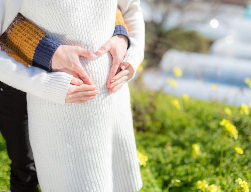 【医師監修】妊娠中期のお腹の張り対策。胎動やガスのせい?受診目安も